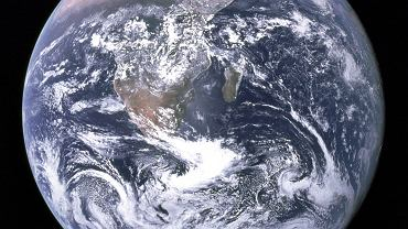 Słynne zdjęcie Ziemi, tzw. 'The Blue Marble' ('Niebieska szklana kulka') wykonane przez Eugene'a Cernana podczas misji Apollo 17