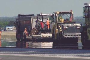 Remont pasa startowego na gda�skim lotnisku [Z LOTU PTAKA]