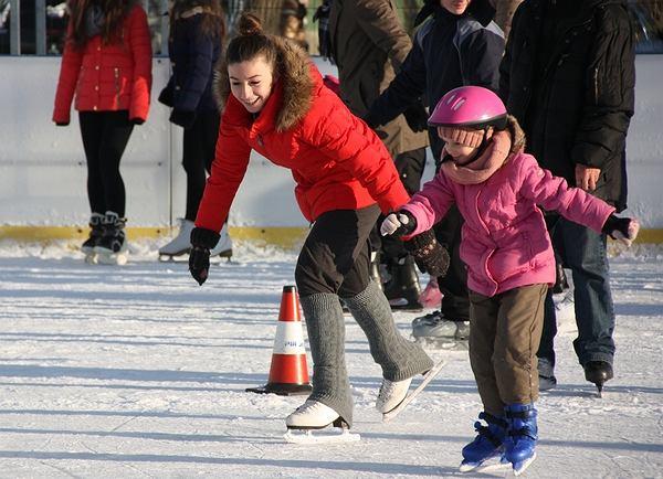 Dzieci na lodowisku