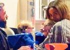 Kilka dni temu paparazzo spotkał Aleksandrę Szwed i jej partnera, Krzysztofa Białkowskiego, na obiedzie. Parze towarzyszył ich syn, 10-miesięczny Borys.