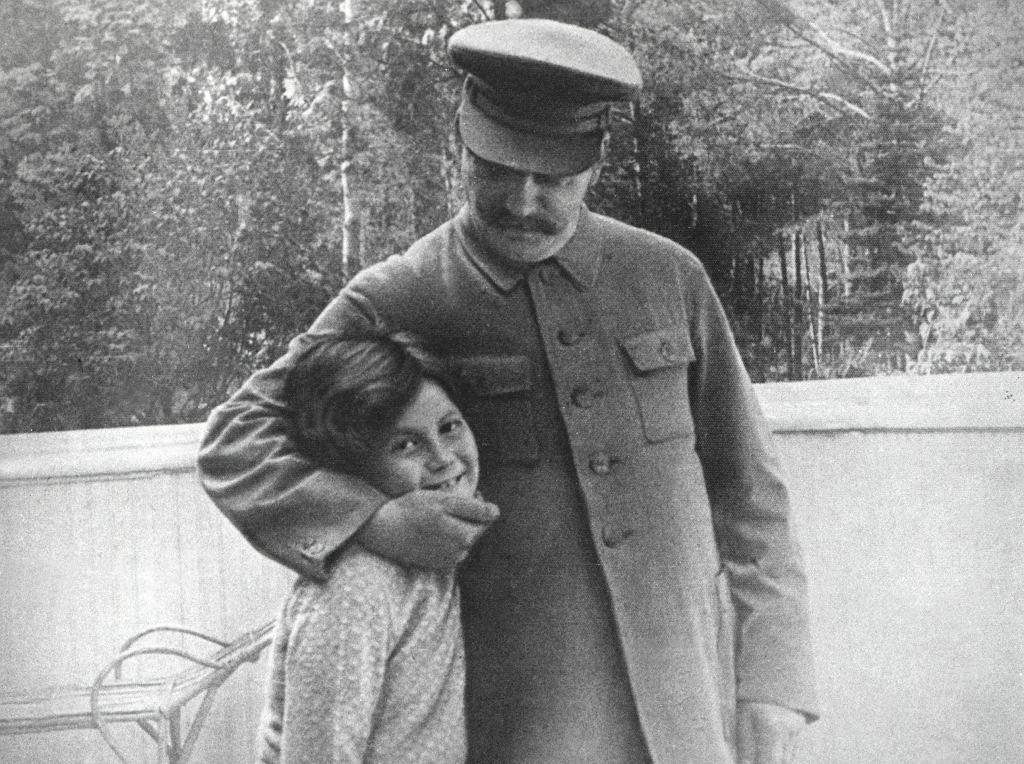 Mała Swietłana z ojcem (fot. Eastnews)