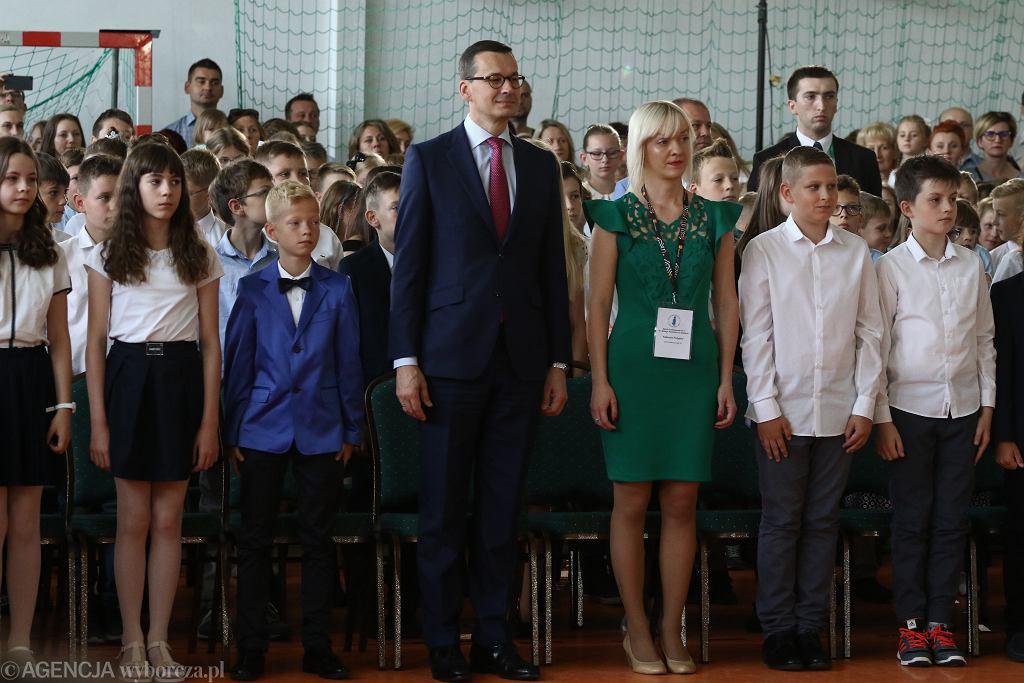 Mateusz Morawiecki był na zakończeniu roku szkolnego w Ząbkach