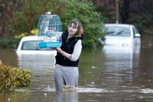 """Powodzie na p�nocy Anglii. Cameron: """"Sytuacja jest niezwykle powa�na"""""""