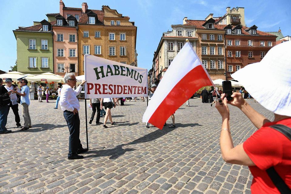 z18512284V,-Habemus-Presidentem----zwolennicy-nowo-zaprzysiez.jpg