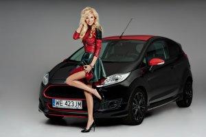 Agata Chrośniak i Ford Fiesta Black Editon