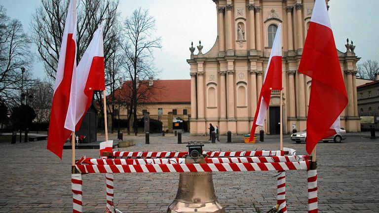 Dzwon przed Kościołem Wizytek 10 stycznia 2018 r.