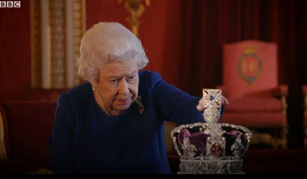 Zdjęcie numer 1 w galerii - Królowa zdradziła, dlaczego nigdy nie schyla głowy, gdy ma na niej koronę. To niebezpieczne