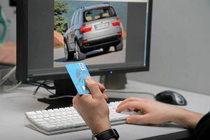 Jak bezpiecznie robi� zakupy w internecie? Warto mie� kart�