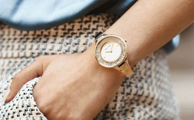 Modne zegarki damskie w niższej cenie. Obniżki do -50%