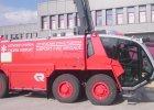 52 tony, 1200 koni mechanicznych. Straż pożarna Lotniska Chopina