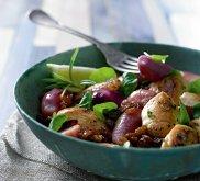 Sa�atka z purpurowych ziemniak�w z kurczakiem