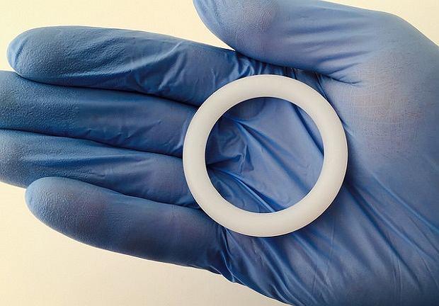 Pierścień dopochwowy zabezpieczający przed zakażeniem wirusem HIV jest elastyczny, miękki i nie sprawia dyskomfortu