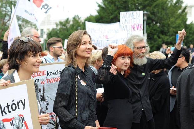 Polska Kai Godek, PiS-u i Episkopatu. Kobiety będą się bały zachodzić w ciążę, dzietność spadnie, a podziemie aborcyjne się powiększy [WYWIAD]
