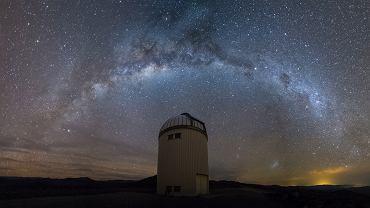 Droga Mleczna nad teleskopem OGLE w obserwatorium Las Campanas w Chile