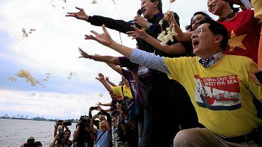Manifestacja Filipińczyków  w Manili cieszących się z wczorajszego wyroku sądu w sprawie Spratlejów