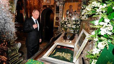 Władimir Putin modlił się wczoraj w Posadzie Siergijewskiej przed relikwiami św. Sergiusza z Radoneża w 700. rocznicę urodzin świętego