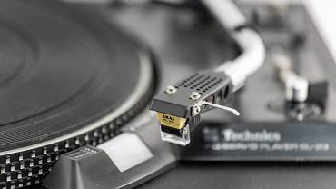 Wraca moda na słuchanie muzyki z  gramofonu