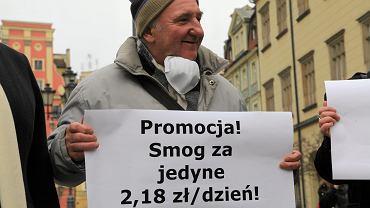 Kraków walczy ze smogiem, jak może. Teraz proponuje kierowcom darmową komunikację miejską.