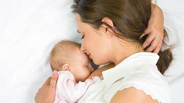 Na skład mleka wpływ ma częstotliwość karmień i czas ich trwania. Najlepiej jest karmić na żądanie, wtedy dziecko dostaje taki pokarm, jakiego potrzebuje.