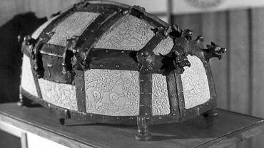 Kopia zaginionego relikwiarza św. Korduli, który do 1945 r. znajdował się w katedrze w Kamieniu Pomorskim. Trafił do niej w nieznanych okolicznościach, prawdopodobnie w XII w.