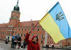 Dzieci z Krymu przylecia�y do Polski z marsza�kiem Borusewiczem