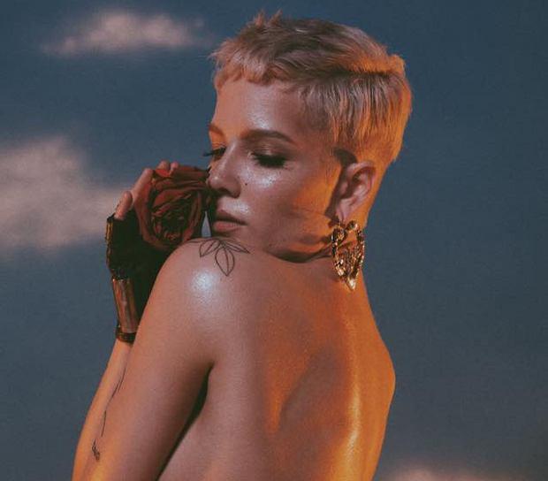 """Halsey podzieliła się już ze swoimi fanami dwoma utworami z nadchodzącego nowego albumu. W najnowszym """"Strangers"""" to duet w którym do Halsey dołączyła Lauren Jauregui."""