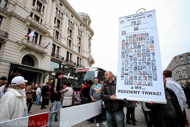 Rosjanie w Bristolu: przywitali ich klaszczący kibice i Solidarni [ZDJĘCIA]