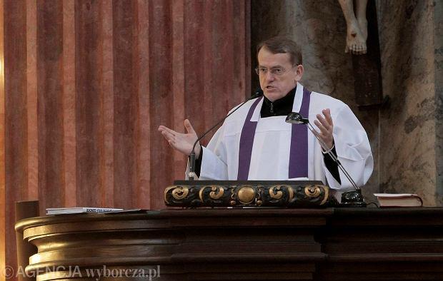 Ks. Dariusz Oko podczas rekolekcji w poznańskiej farze