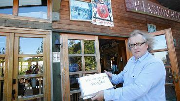 """Restauracja Piaskownica w Sopocie. Właściciel Jan Hermanowicz wywiesił kartkę: """"Nie obsługujemy Rosjan""""."""