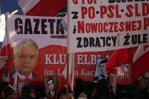 Marsz KOD kontra Kluby Gazety Polskiej. Manifestacje w centrum Warszawy [ZDJĘCIA]