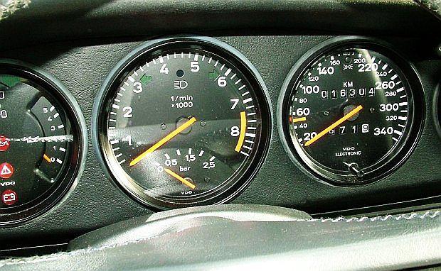 Przez długi czas 959 było najszybszym Porsche. Auto rozpędzało się do 317 km/h.