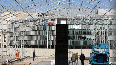 Pomnik smoleński na placu Piłsudskiego w Warszawie zostanie oficjalnie odsłonięty 10 kwietnia