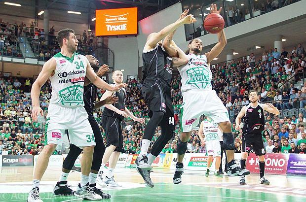 Zdjęcie numer 5 w galerii - Jak pięć tysięcy kibiców poniosło koszykarzy Stelmetu do wygranej [WIELKA GALERIA]