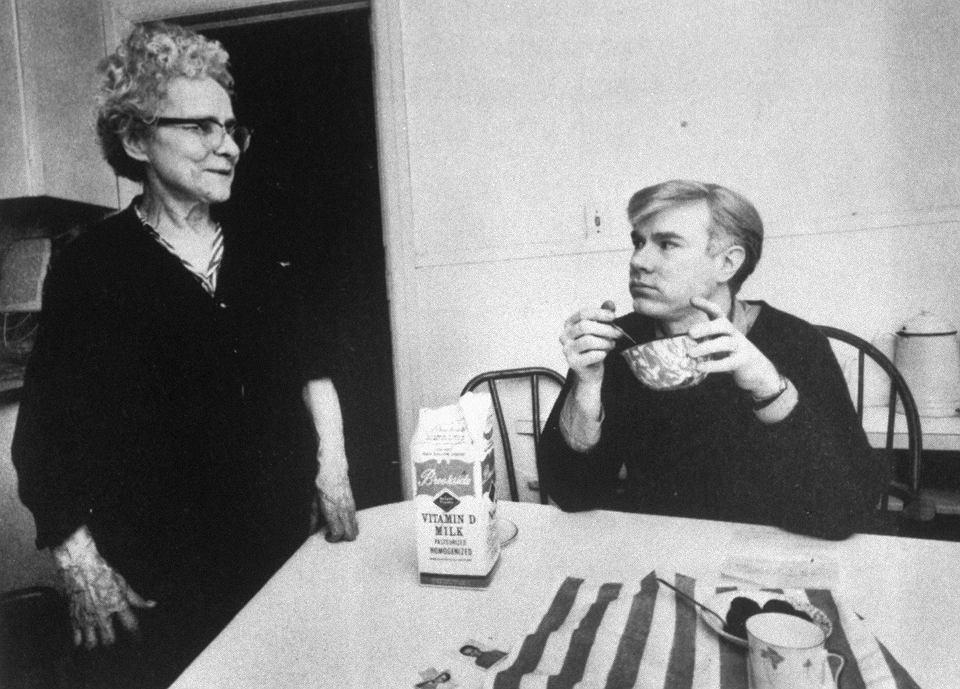 Andy Warhol z matką Julią, lata 60.