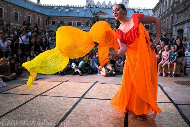 Pokazy tańca inspirowanego malarstwem na Zamku Lubelskim podczas Nocy Muzeów 2017.