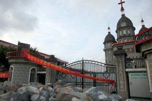 Chiny walcz� z religi� Zachodu