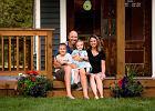 Ojciec dwóch córek zbudował domek do zabawy, który może być normalnym domem