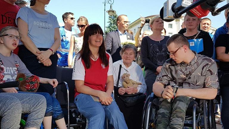 Konferencja na zakończenie protestu osób niepełnosprawnych