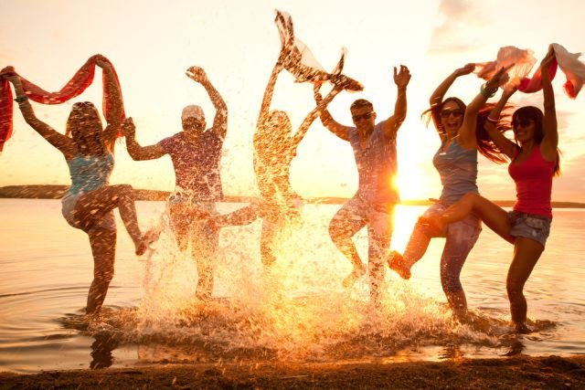 Kąpiel słoneczna w morzu - nie tylko zdrowa tarczyca to lubi