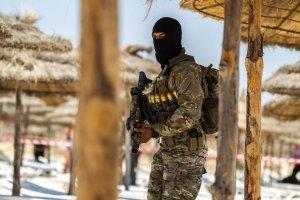 Tunezja og�osi�a stan wyj�tkowy. Prezydent przyznaje: kraj nie jest bezpieczny