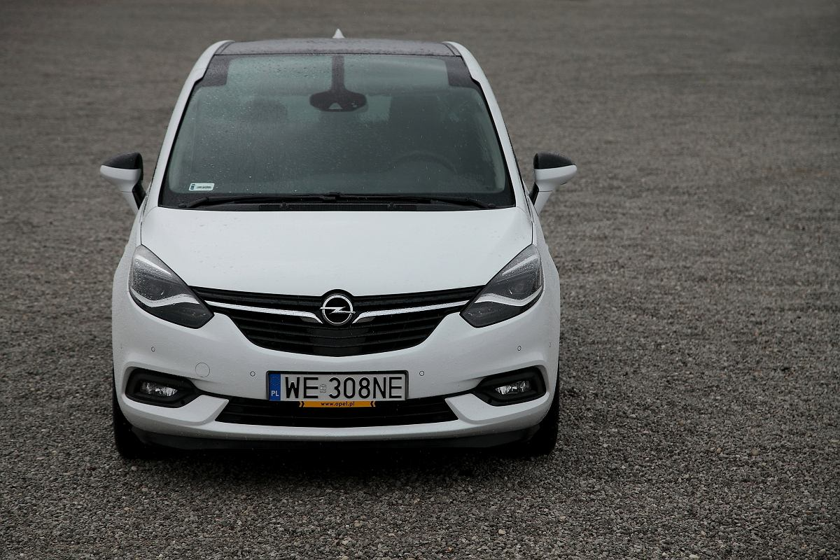opel zafira tourer test powiew wie o ci. Black Bedroom Furniture Sets. Home Design Ideas