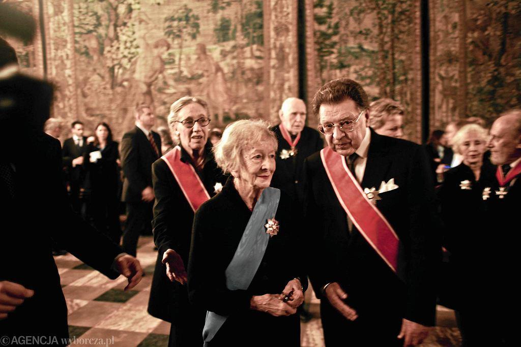 Prof. Rottermund z Wisławą Szymborską na Wawelu w 2011 roku podczas uroczystości wręczenia wysokich odznaczeń przez prezydenta Komorowskiego. Poetka otrzymała najwyższe z nich - Order Orła Białego, profesor został uhonorowany Krzyżem Wielkim Orderu Odrodzenia Polski / ADAM GOLEC