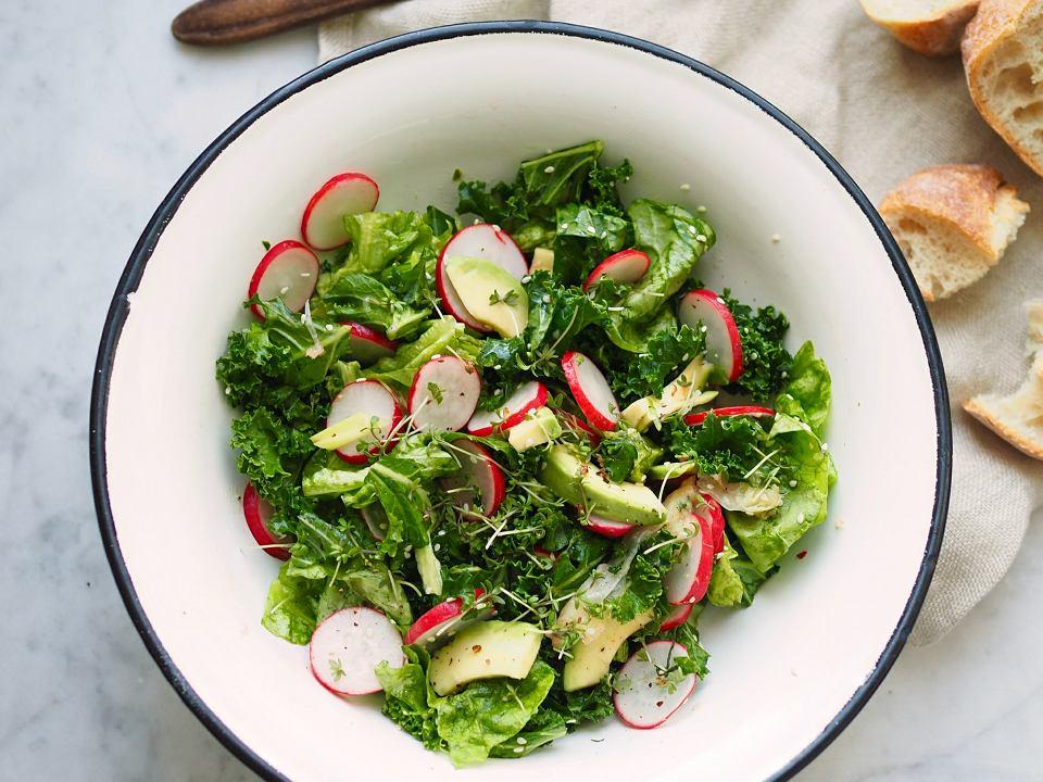 Bardzo Zielona Salatka Z Jarmuzu Na Wiosne