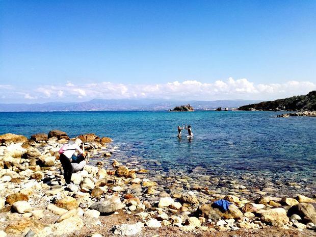 Czasem z wody ukazują się spragnieni lata turyści