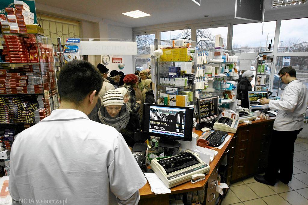 Apteka w Gdańsku. Po ogłoszeniu listy leków refundowanych tworzą się kolejki w aptekach