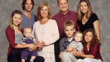 """Pamiętacie serial """"Siódme niebo""""? Dla aktorów produkcji plan okazał się drugim domem, a koledzy stali się bliscy jak rodzina. W tym roku minie już 20 lat od premiery pierwszego odcinka! W USA serial był prawdziwym hitem. Wyemitowano łącznie 11 sezonów (przez 11 lat, do 2007 r.). Jak widać, aktorzy serialu nadal są sobie bliscy. Beverley Mitchell, która wcielała się w rolę Lucy Camden, opublikowała na Instagramie zdjęcie """"po latach"""". W restauracji spotkała się z Mackenzie Rosman, Barry Watson, Catherine Hicks i Jessica Biel."""