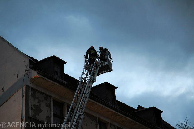Wichury nad Polsk�, na S�owacji drzewo przygniot�o polskich narciarzy. IMGW wydaje ostrze�enia. B�dzie mocno wia�o