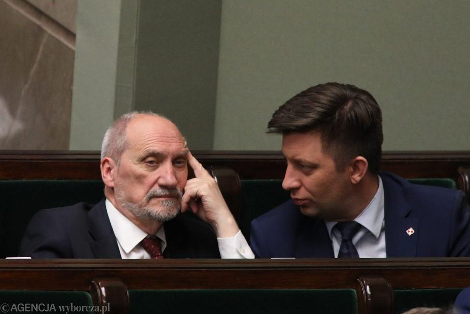 Antoni Macierewicz i Michał Dworczyk na czerwcowym posiedzeniu Sejmu