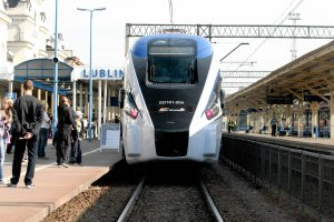 Pociągiem z Lublina do Warszawy pojedziemy z przeszkodami. Na innych trasach przesiadki do autobusu
