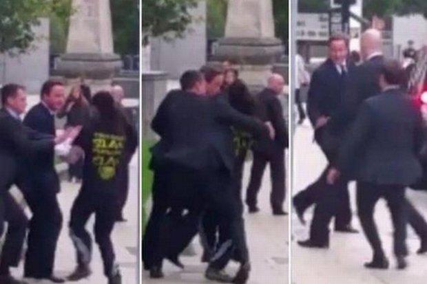 Incydent podczas wizyty Camerona w Leeds. Premier szed� ju� w kierunku limuzyny, gdy...